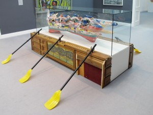Pull Pull, 2011, found objects (flea-market), paddle, wooden plugs, 124,5 x 227 x 284 cm, Extradosis, Kunsthalle zu Kiel, 2011