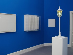 The Blues, 2011, metal lantern, blue light bulb, 106 x 21 x 21 cm, Extradosis, Kunsthalle zu Kiel, 2011