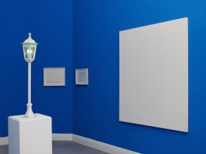 The Blues2, 2011, metal lantern, blue light bulb, 106 x 21 x 21 cm, Extradosis, Kunsthalle zu Kiel, 2011
