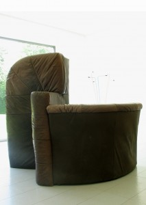 Untitled, 2008, leather sofa, ca. 130 x 175 x 125 cm, Ding Nova, Galerie Grusenmayer, Deurle, Belgium 2008