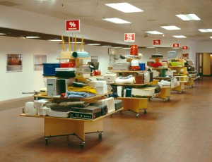 Pyramiden, 2003, Found objects + Saletables + Salesigns, 2,4 x 16,2 x 1,5 m 4.OG  Shopping Mall Hamburg, Alsterhaus++