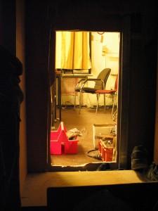 Zwischenstand, 2.room view into the office, 2003