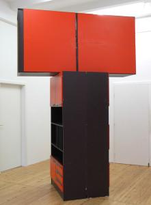Schrank auf Schraenke, 2005, beschichtetes Spanholz, 3,00 x 2,00 x 1,00 m