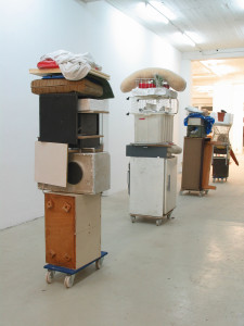 Vier Hunde,2003, trolleys, found objects, sizes vary, Galerie KX, Hamburg, 2003
