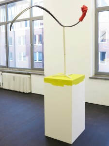 Baemmmster-2013-resin-found-objects-color-pedestal-221-x-124-x-52cm-Mexican-Style-Galerie-Mathias-Guentner-2013