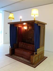 Kuschelkuschelmuckelstop2, 2011, found objects (flea-market), 260 x 226 x 158 cm, Extradosis, Kunsthalle zu Kiel, 2011