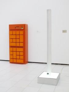 Neo Quattro (from the 54 part series Das Prinzip Sockel), 2001:2002, lightbox, strip light cover, 173 x 45 x 50 cm, Extradosis, Kunsthalle zu Kiel, 2011