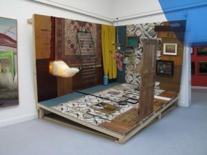 linke-untere-Ecke-kippen-2011-wood-wallpaper-Installation-size-variable-1024x768