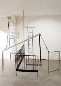 3,2  Doppelbett, 2009, found objects, 345 x 340 x 350 cm,
