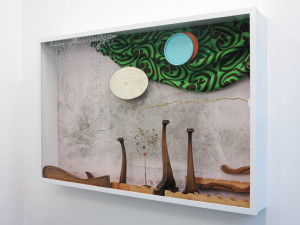Pearlm Springs, 2017, Fundstuecke in Vitrine,  148 x 220 x 29 cm_Gallery Guentner_PARADIECLIPSE©Brinkmann