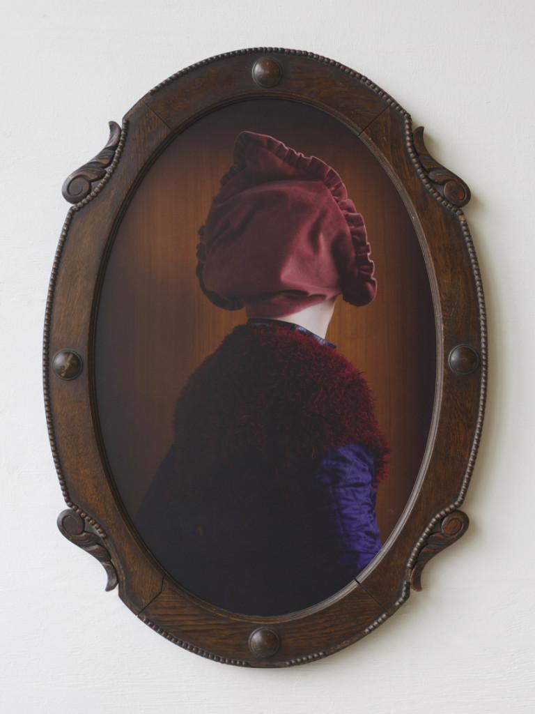 Haeu Belle, 2018_19, C-Print + Found object, 64,5 x 89 x 4 cm©brinkmann