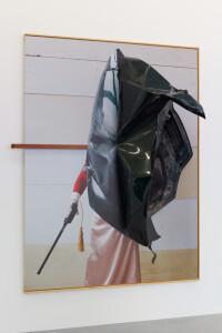Bruuuuise, 2021, C-Print + found objects, 200 x 160 x 55 cm, unique-B