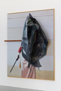 Bruuuuise, 2021, C-Print + found objects, 200 x 160 x 55 cm, unique-C